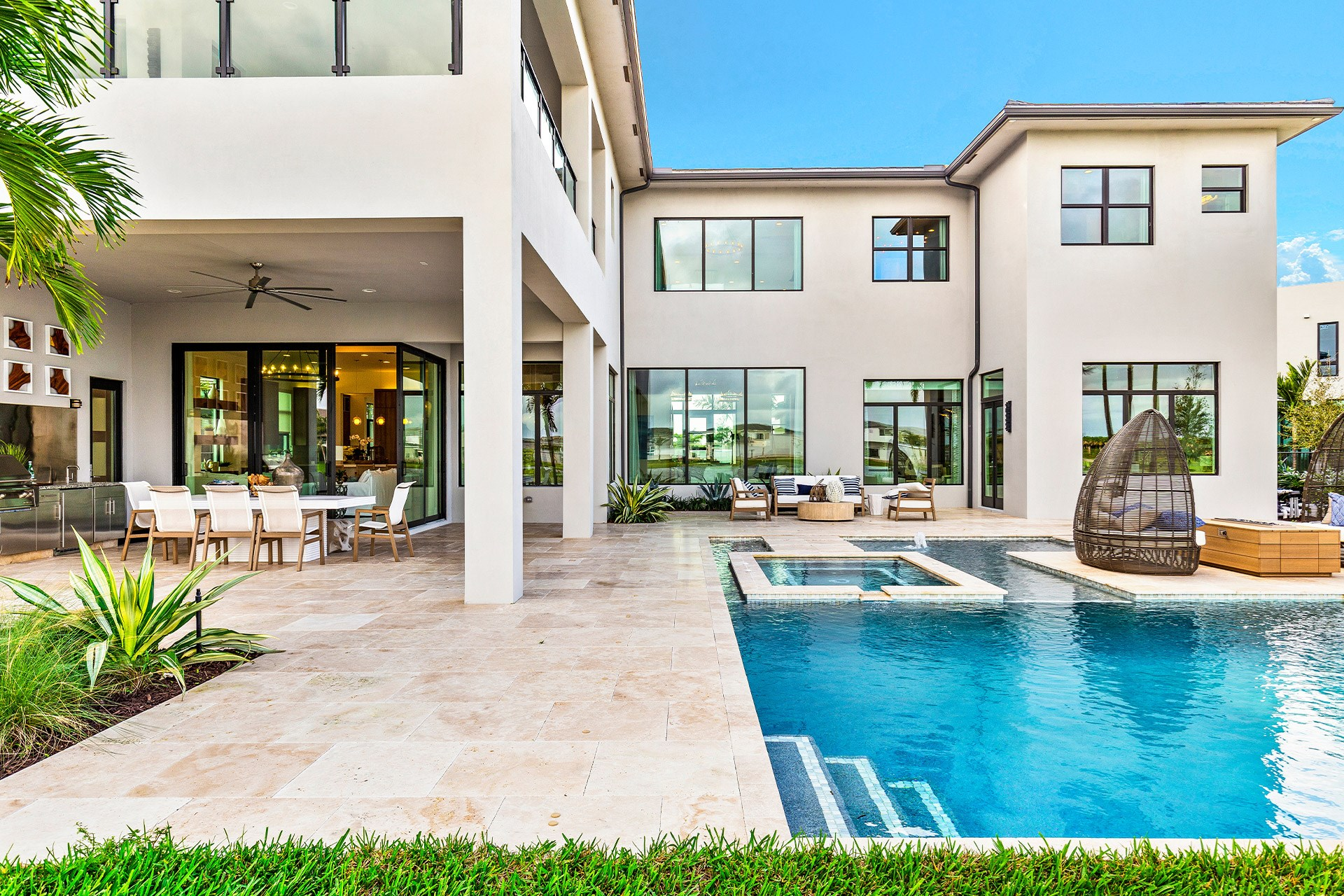 EXPANSIVE OUTDOOR LIVING